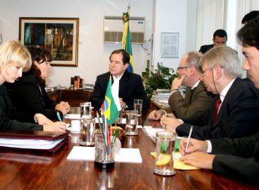 Ministros do Brasil e Polônia avaliam ações em ciência e tecnologia