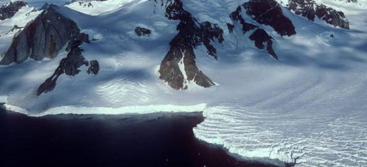 Derretimento de gelo na Antártida e na Groenlândia está mais rápido
