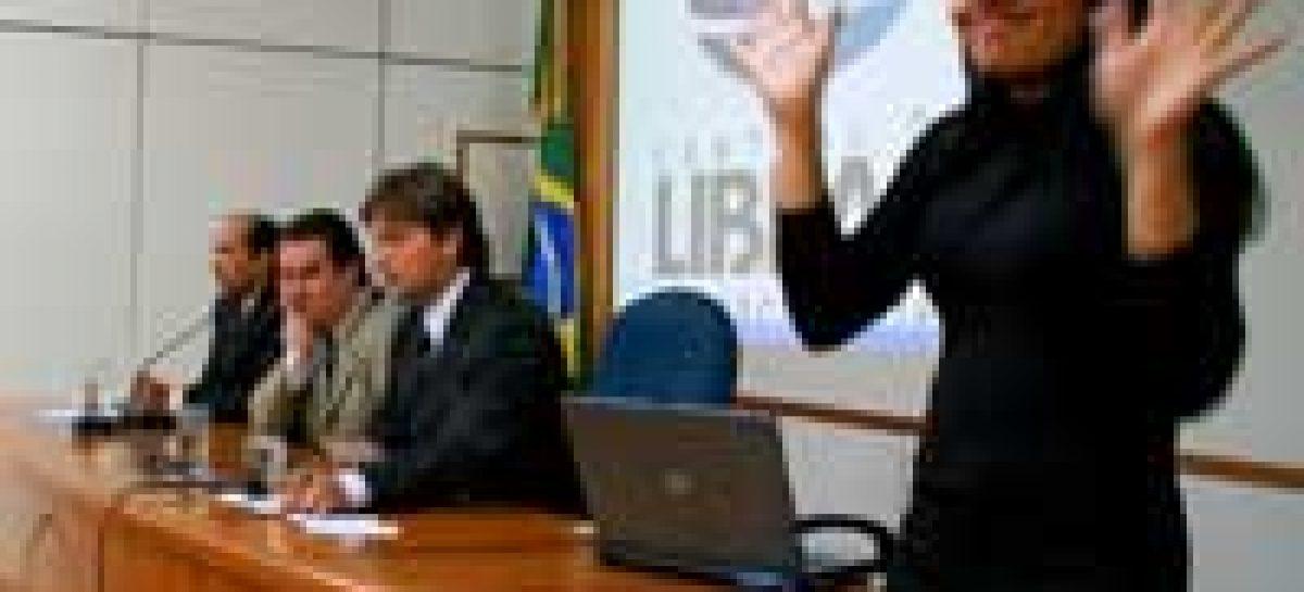 MCT assina acordo que cria a primeira Central de Libras do Brasil