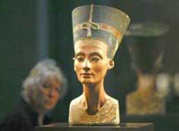 Neues Museum de Berlim reabre após 70 anos, com busto de rainha egípcia