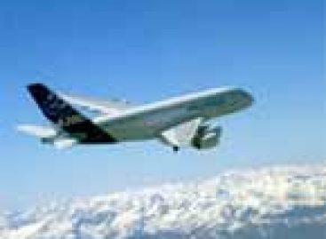 Nova tecnologia de asas de avião reduzirá custos