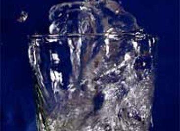 Pesquisa questiona tese dos oito copos de água por dia