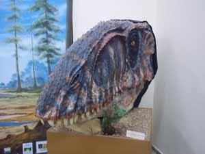 Rplica_de_dinossauro_museu