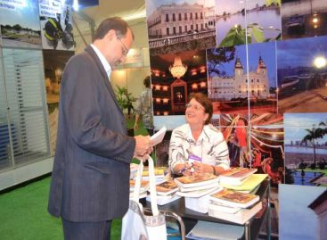 """""""Pesquisadores do Maranhão"""" encerra ciclo de lançamentos de livros no stand da FAPEMA na SBPC"""