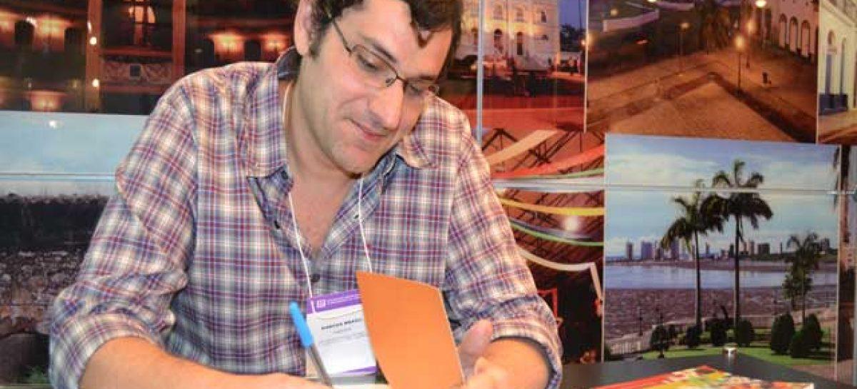 SBPC: livro sobre imagem na mídia é lançado no stand da Fapema