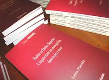 Sonia Almeida é prestigiada por intelectuais durante lançamento de livro