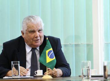 Ministro recorda avanços de 2013 e traça planos para o ano