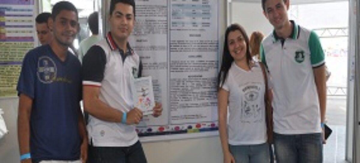 Estudandes apresentam trabalhos em pôsteres na IV Mostra Científica do Maranhão, na SCNT