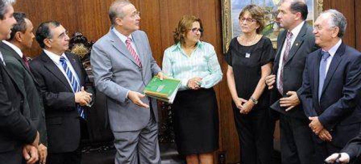 Plano de Ciência e Tecnologia da Amazônia é entregue ao Parlamento