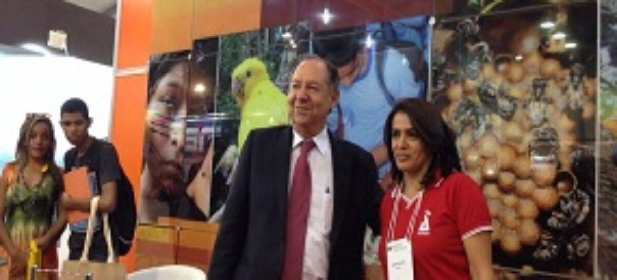 Ministro Clélio Campolina abre Expot&c e visita stand da FAPEMA