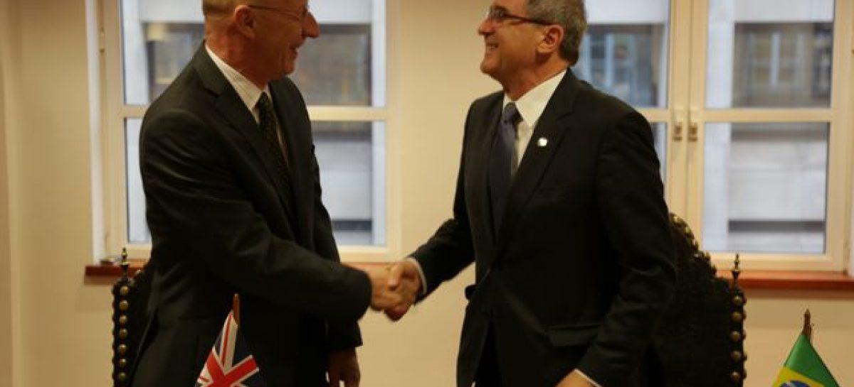 Acordo firmado em Londres sela colaboração com Academias do Reino Unido