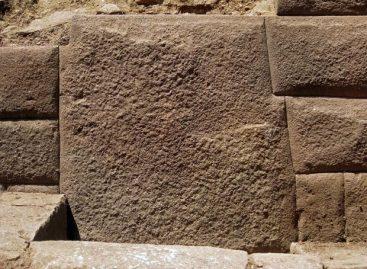 Arqueólogos encontram no Peru pedra inca com 13 arestas
