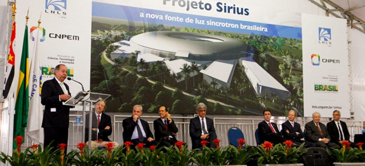 Ministro anuncia bolsas do CNPq para pesquisadores do projeto Sirius