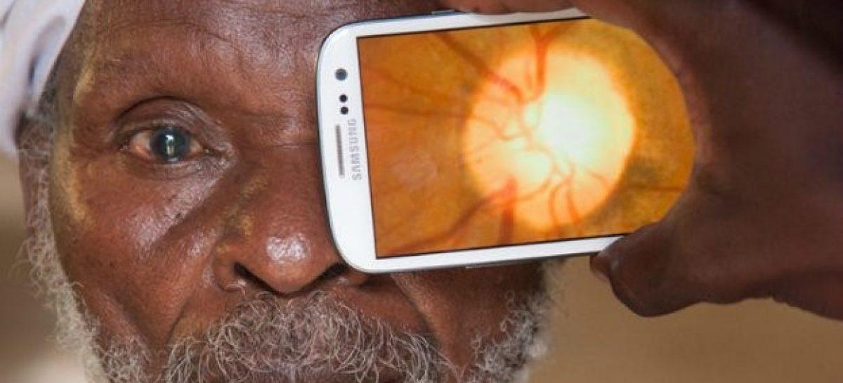 Tecnologia possibilita que smatphones sejam usados para exames de vista