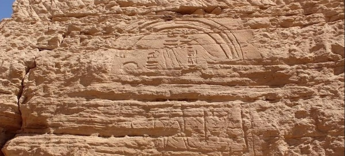 Escultura incomum de mais de 2.300 anos é descoberta no Egito