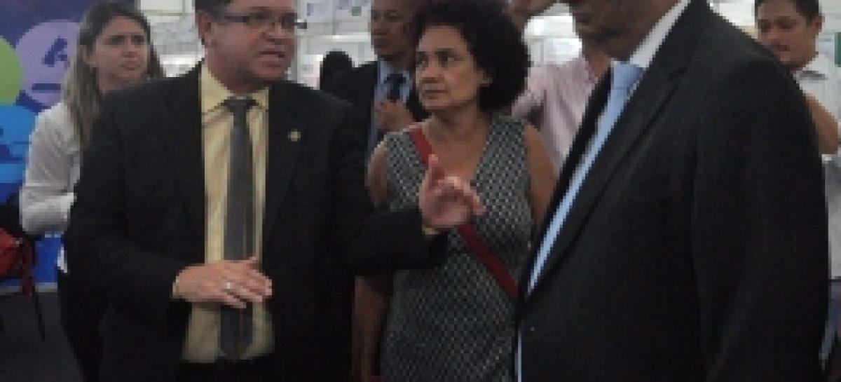 Governador visita stand da Fapema na Semana de Ciência e Tecnologia do Maranhão