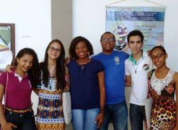 Jovens de Anajatuba, bolsistas do 'Geração Ciência', apresentam projeto durante simpósio na UFMA em São Luís