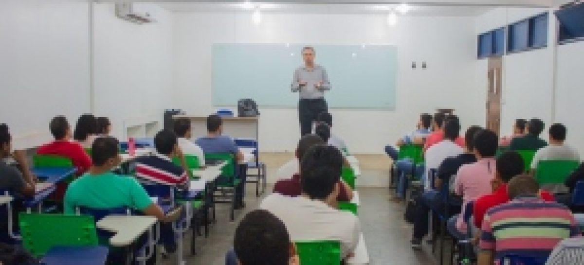 Candidatos ao Mestrado em Sistemas Computacionais Aplicados à Engenharia AeroEspacial (UEMA-ITA) participam de seleção