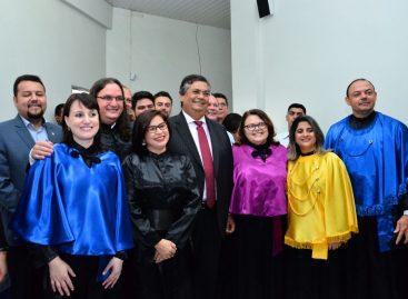 Flávio Dino anuncia curso de medicina na UemaSul durante posse de reitora e vice-reitor