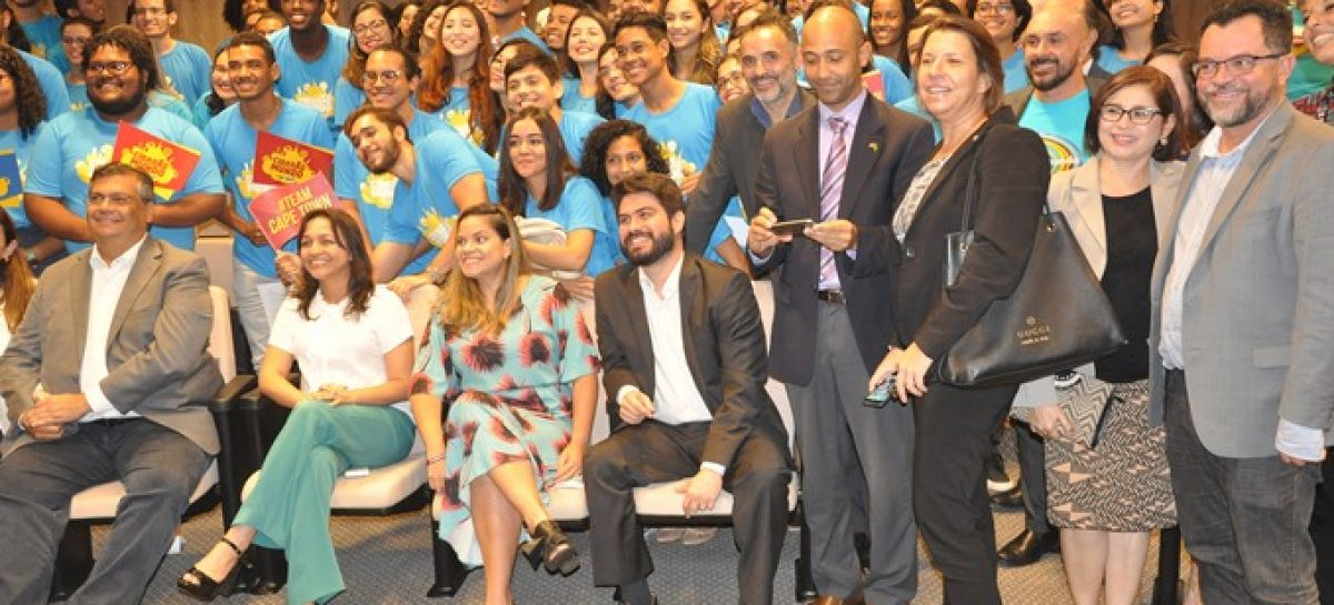 Governo realiza cerimônia de pré-embarque dos alunos da 4ª edição do Programa Cidadão do Mundo
