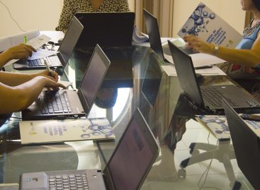 """Comitê avalia propostas da modalidade """"Participação em eventos"""" do Edital Eventos Científicos"""