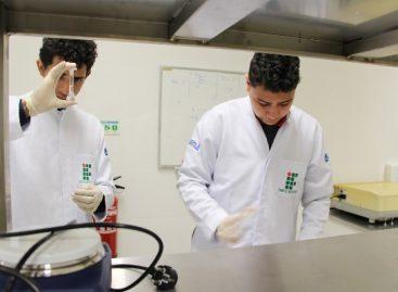 Professora pesquisa tratamento inovador para feridas de pele