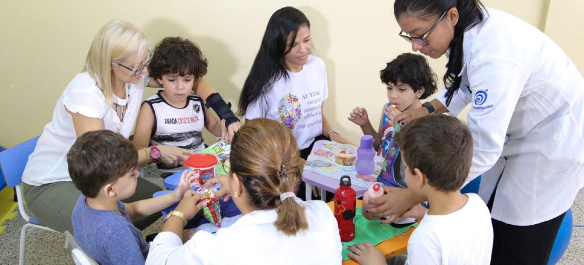 Serviço público especializado para crianças com autismo muda vida de pais e filhos